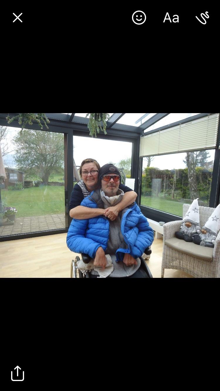 Stefan im Arm von Mama Maria, die sich rührend um ihren Sohn Robin kümmert. Und um Stefan, wenn sie ihn in die Finger bekommt :)